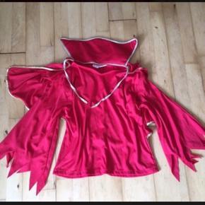 Dracula bluse i rød str 10 år halloween Udklædning kostume  Sender gerne