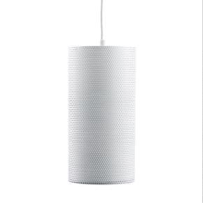 Sælger to af denne lampe fra Gubi. Lamperne koster 1395 kr pr styk i butikkerne. Kom med et bud