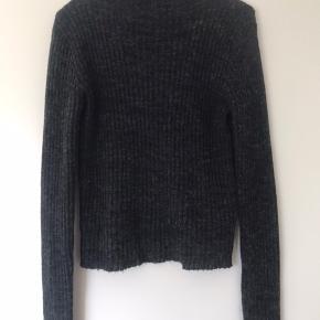 Super fin let strikket trøje fra PIECES Er lidt lille i størrelsen🥰 BYD!  #30dayssellout