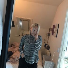 Grå/sort Cecilie Copenhagen trøje, sælges billigt