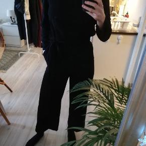 Sort buksedragt