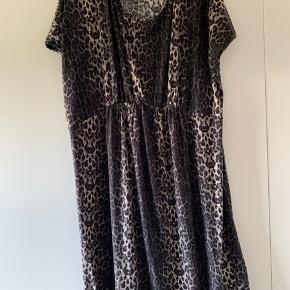 Leopard kjole fra MLCL (str M) med lille ærme