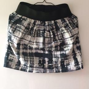 Flot nederdel med elastik i taljen