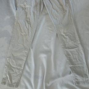Sart lys sand farvet højtaljet bukser str s/m brugt få gange som nye  Kan hentes i Brøndbyøster ellers sendes for købers regning