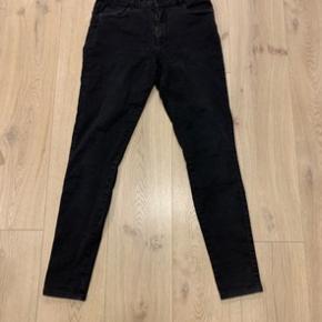 Sorte jeans fra only. Str Xl, længde 34. Helt nye, aldrig brugt.  - Se alle mine andre annoncer. Alt det jeg har til salg, ligger bare og fylder, så byd endelig!