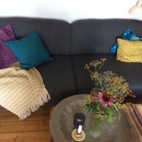 B100 L200  H85  sidde dybde 72 Dejlig ny vasket sofa fra ilva  Godepuder som er faste men med dyn overflade så den er lækker at sidde i. Vi sælger da vores behov har ændret sig 😊