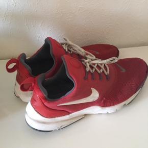 Røde Nike sko str 37 ,5 Brugte men ny vasket  Stand 5/5