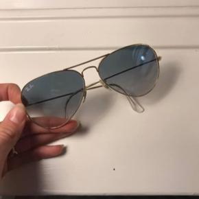 Solbriller fra Ray-Ban flot stand medium str. Etui medfølger.