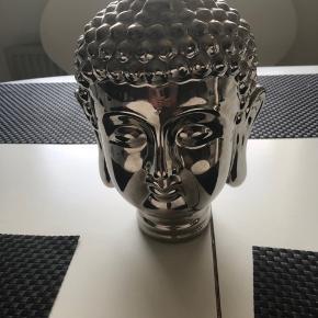 Flot stor tung Buddha i sølv - 30 cm høj   Meget flot , dekorativt   Har bare stået - har alt for meget   Rydder ud   Pris : 500kr