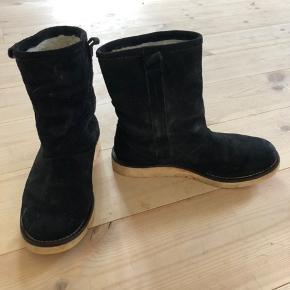 Ruskindsstøvler med for. Købt i Falkenberg. Prisen er eks porto