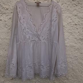 Fin bluse, fra H&M. Næsten ikke brugt. Ny pris var 400 kr, Mp 180 kr. Kom med et bud💛  HUSK MÆNGDE RABAT
