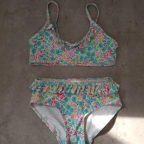 H&M bikini, i str. 122/128👧👙 Den er i fin stand, den er uden huller og pletter. Den er fra røg og dyre fri hjem, og er vasket i neutral. Den kan afhentes i 6700. ℹ JEG SENDER IKKE ❗