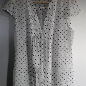 Helt ny bluse, hvid med mønster, Esprit str. 44. Brystvidde 112 cm, længde 68 cm.  Bluse Farve: Hvid