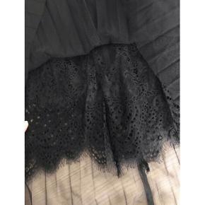 Flot sort nederdel fra Guess ⚫️  - str. s - næsten som ny  Nypris 599,-
