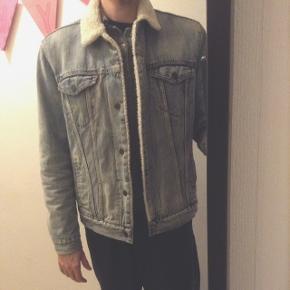 God varm klassisk Lewis jakke. BYD gerne.