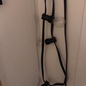 Flot kraftig lyskæde til indendørs eller indendørs brug. Flotte varme glødelyspærer. Købt i DORA på Værnedamsvej.