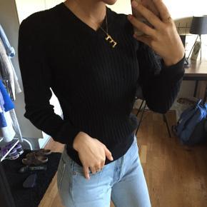 Sælger fed sweater/trøje fra uniqlo i xs (oplades også af en small) byd :)