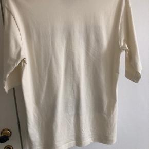 T-Shirt fra & Other Stories i beige/off-White.  Strl 36, brugt totalt 2 gange.