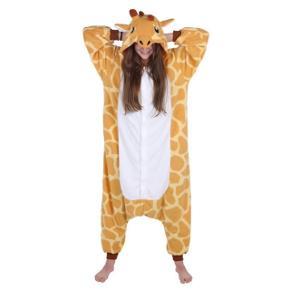 Mangler du kostumet til temafesten, Aalborg karneval eller bare den næste festlige udklædningsbegivenhed, så køb mit søde girafkostume 🦒.  Jeg har brugt dragten en enkel dag til fastelavn i børnehave. Kostumet er nyvasket. Det er i str m, men er oversize. Dragten er i 100% polyester. Dragten er med knapper samt har lommer i siden. Ny pris var 449,-. Sender gerne.