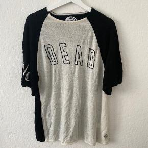 Drop dead trøje. Emo goth punk scene