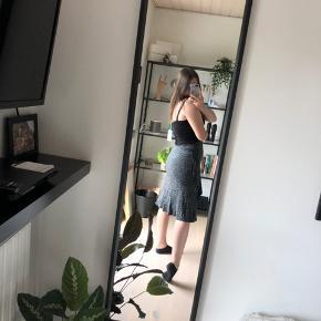 Jeg sælger min super fine MASIA nederdel, da den desværre ikke bliver brugt.  Np: 600 Mp: 250, men er åben for bud🌺