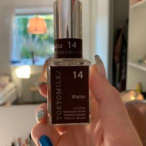 Tokyomilk parfume i duften Walts  Super skøn duft, men købte flere på en gang, og får dem ikke brugt nok. 30 ml. Kom evt med bud
