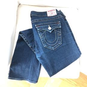 Lækre bootcut jeans med lav talje og benlængde 34 (passer til høje piger)