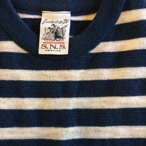 Super fin strik fra danske S.N.S Herning. Fitter lidt lille i størrelse (ca. S)   Er brugt to gange..  Er strikket i Danmark!