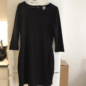 Sort faconsyet kjole fra Saint tropez str S