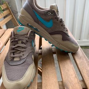 Sælger mine Nike Air Max 1 Premium Farve: Redgerock/Turbo Green-Khaki De er ikke brugt mere end 10 gange fejler intet, har boks og tror også kvitteringen et sted.  Pris fra ny: 1300 Køb nu!: 350