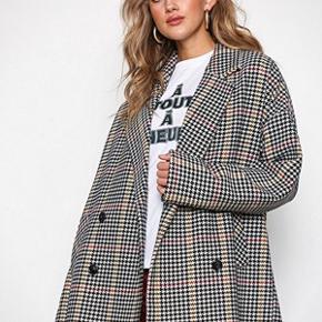 Ternet jakke/frakke fra Gestuz. Nypris 2500. Har stadig prismærke i.