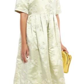 Smukkeste kjole.  Ny med mærke