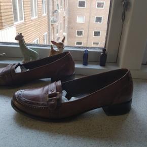 Læder tøfler fra Italien. Hælen er 3 cm. Høj. Str. 36