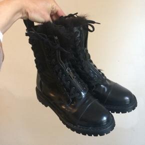 Acne støvler med pelsfor str 38. Som nye