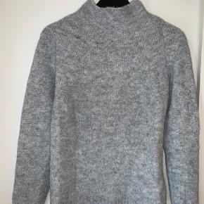Lækker blød og varm sweater fra VILA - passer small-medium