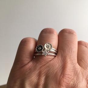 3 stk Spinning Jewelry sølv ringe. Stemplet 925. Som nye.  Ringe str M. 1.8 cm i diameter.  Oprindelig pris 150 kr pr stk.  Samlet 160 kr.