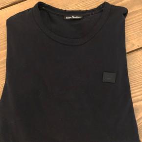 Langærmet tee fra Acne. Brugt ca 5 gange. Sælger ud i garderoben og får ikke brugt trøjen. Nypris 1200 i Acne København. Jeg er 185 cm