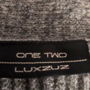 """Lækker blød cardigan fra """"ONE TWO LUXZUZ""""   Str L  Mindstepris 250 kr plus porto   Betaling over mobilpay - sender med DAO"""