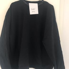 Sælger denne Acne Studios Flogho Sweatshirt.Den er cond 9, så næsten helt ny. Har tags dog ikke kvit. Mp 1100 Bin 1350 Køber betaler fragt Skriv til 23830209 ved interesse..