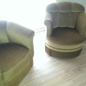 Lænestole, grøn velour agtigt og frynser - Aldrig brugt, derfor fremstår som nye. Kan afhentes i Viborg og Århus.