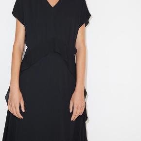 """By Malene Birger """"Balizia"""" kjole i størrelse 32🧚🏻 kun brugt få gange 🍄"""