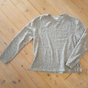 Lækker blød sweater, stor i str.