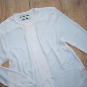 BY MALENE BIRGER BLUSE 100% POLIESTER LANG CA 71 CM BRYST CA 100 CM