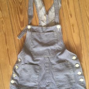 Sælger disse overalls, i str xxs-xs - benene er meget lange men kan sagtens lægges op :)  Byd!