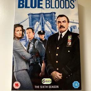 Sæson seks af den supergode serie: Blue Bloods. Kun engelske undertekster. Sender gerne med DAO.  MobilePay er meget velkomment.  Prisen er plus porto.  Bud er velkomne :-)