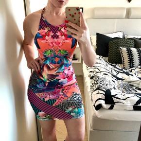 Mønstret kjole, brugt en gang 👚 Kan sendes på købers regning  💌