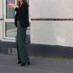 • rør bukser fra gina tricot i str s • korte  • kan sendes for 35kr eller mødes omkring Århus 😘 • har syet bukserne op da jeg gik i dem når jeg havde dem på:))