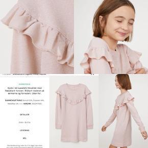 H&M kjole med sølvglimmer-tråd i stoffet. Str. 10-12år. Ny. 50kr