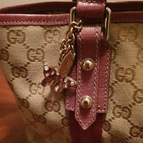 Super flot Gucci taske. Har lidt naturlig slid i bunden - men stadig mange gode år endnu.