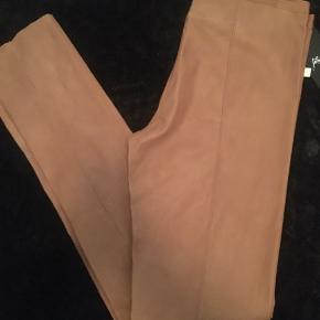 Super fede og meget populære vaskbare skind bukser fra Jofama sælges helt nye  Super pasform og virkelig lækker blød kvalitet.